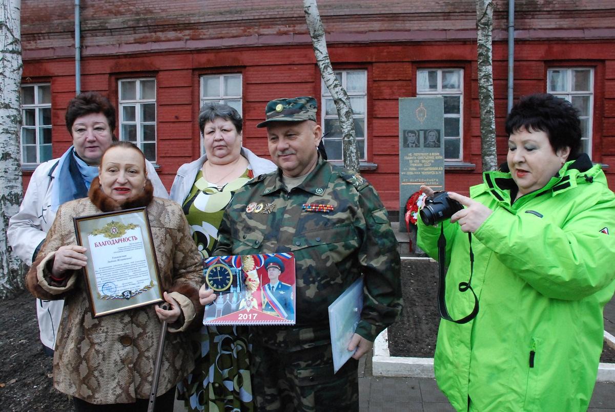 рассветы-закаты, дикие комитет солдатских матерей в новосибирске мужской треп-футбол, девушки